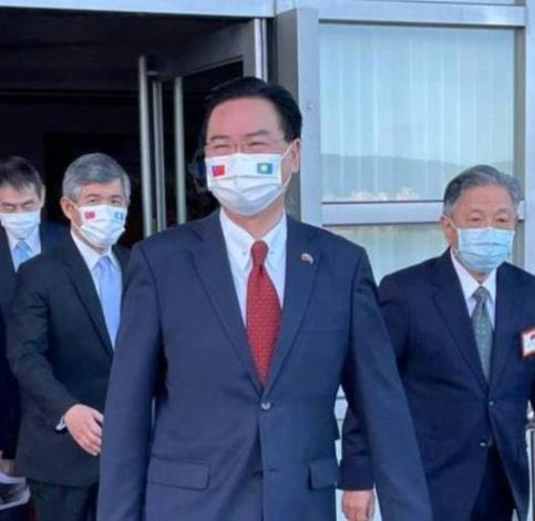 圖說一:外交部長吳釗燮以總統特使身分今早(20日)率團搭機前往帛琉,參加該國總統就職典禮。