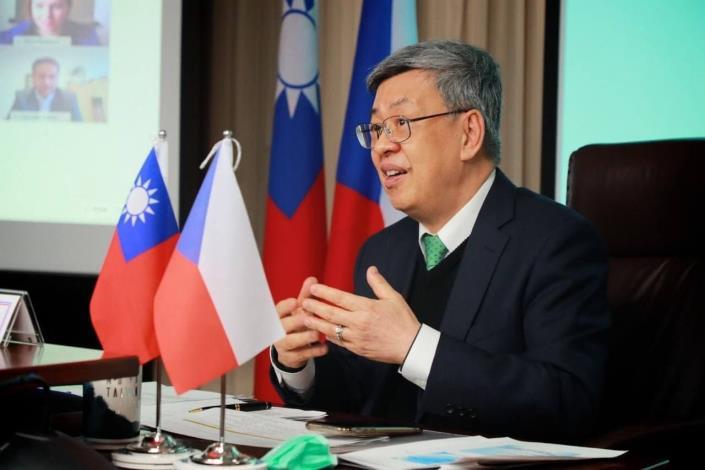 圖一:前副總統陳建仁主持台捷防疫論壇總結討論,分享我抗疫經驗。