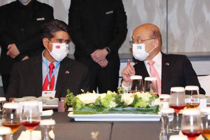 圖五:行政院長蘇貞昌晚宴惠恕仁總統乙行