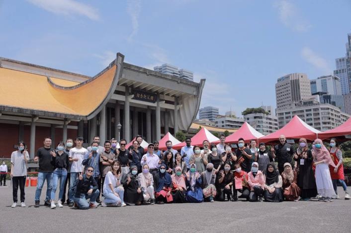 圖說:「伊斯蘭文化展」戶外活動4月17及18日在國父紀念館噴水池西側廣場舉行,吸引台灣及外國人士前往參觀。