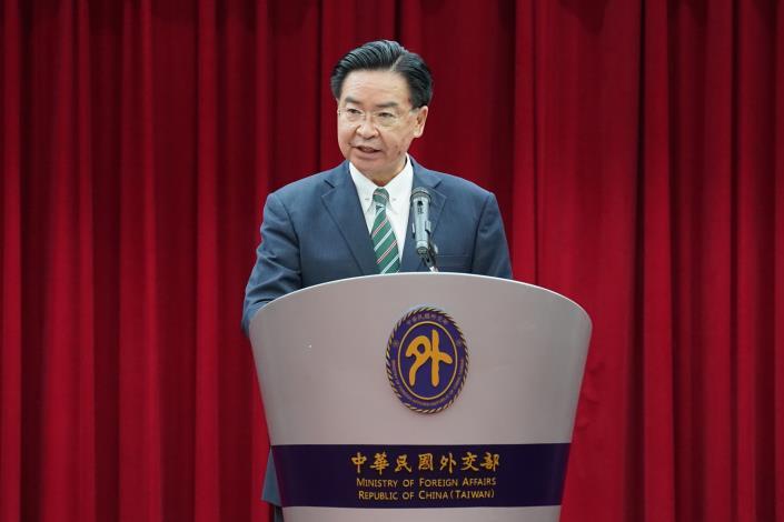 圖說一:吳部長致詞表達台灣將持續協助印度對抗疫情