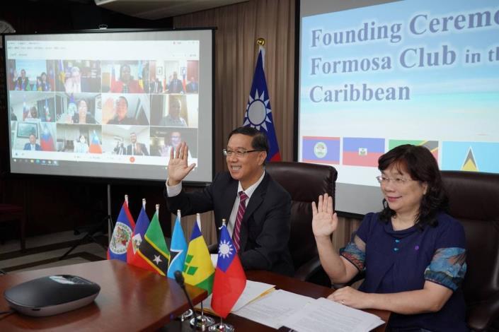 圖說一:外交部常務次長曹立傑(左)代表出席加勒比海地區福爾摩沙俱樂部線上成立大會。
