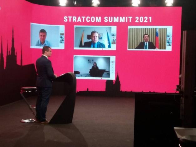 圖說二:吳部長參加2021年戰略溝通高峰會。(布拉格實體現場)