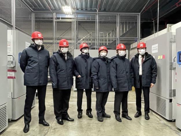 圖說四:我方迎接代表與波蘭駐台李波代理處長了解疫苗倉儲設施。