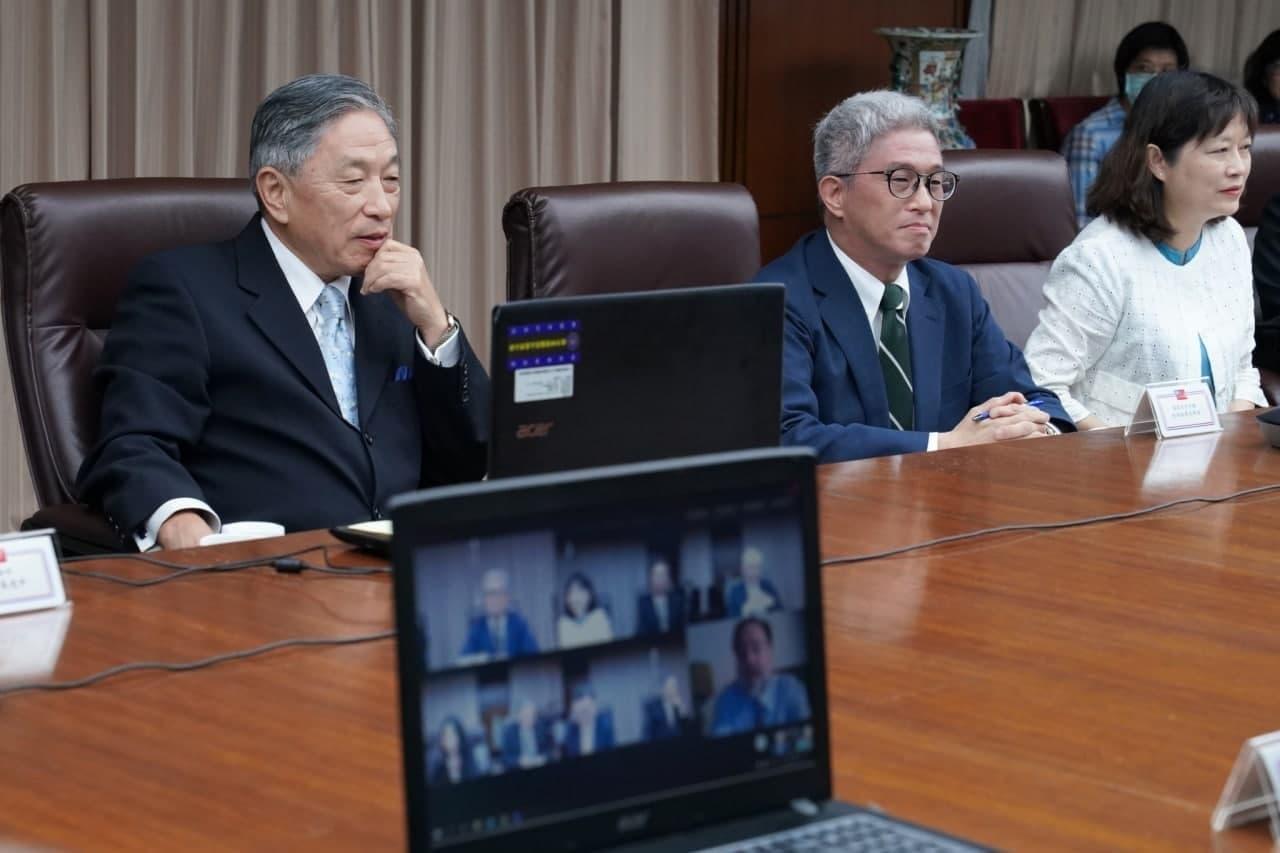 圖一:國安會副秘書長徐斯儉(右二)與外交部政務次長田中光(左一)共同主持台英合作視訊會議。.jpg