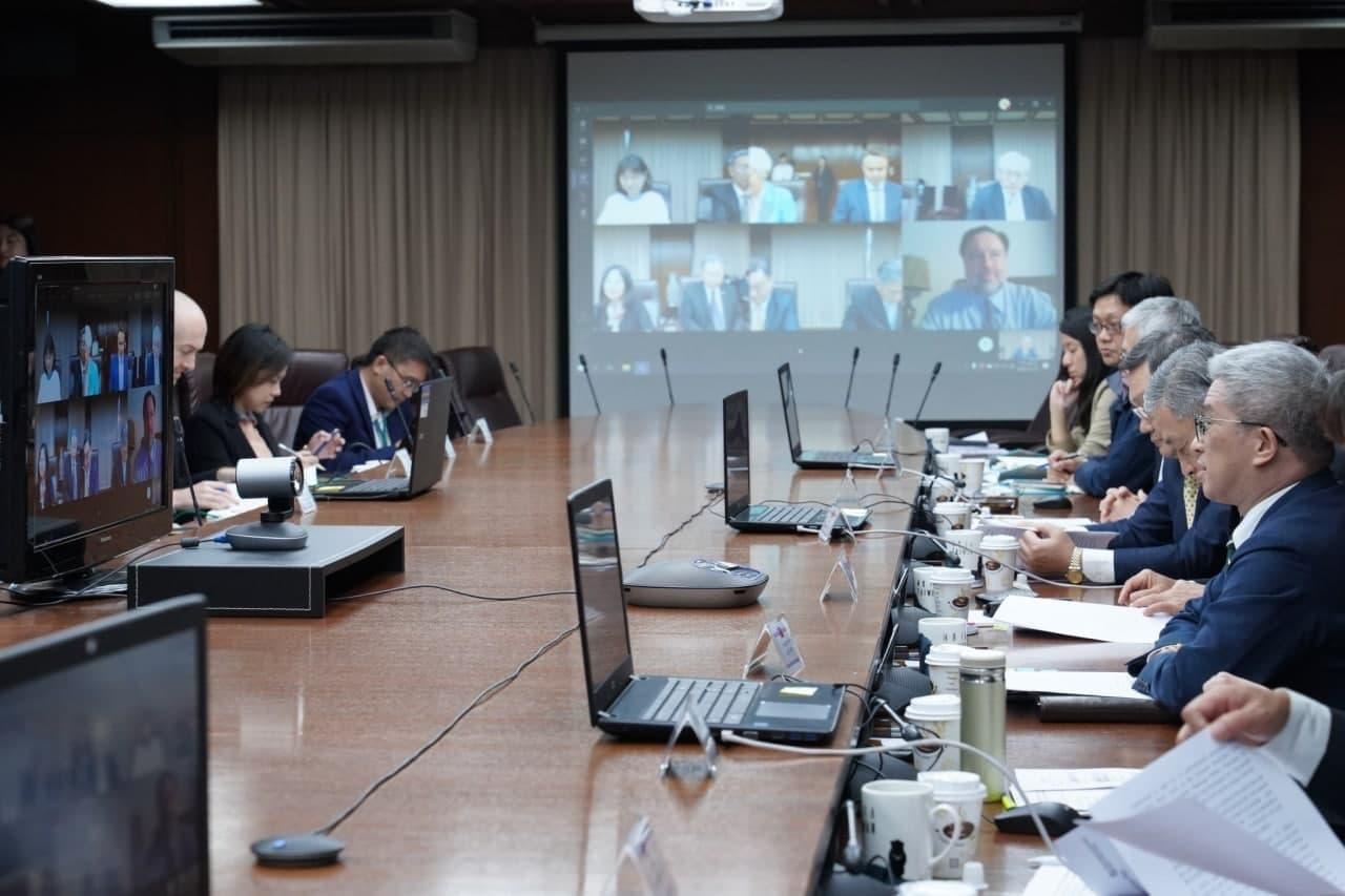圖二:台英首次舉辦COP26氣候對話視訊合作會議,國安會副秘書長徐斯儉(右一)主持會議並致開幕詞。.jpg