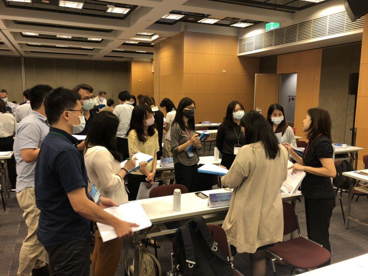 圖說三:2020年APEC業務研習營參訓學員模擬APEC資深官員會議.jpg
