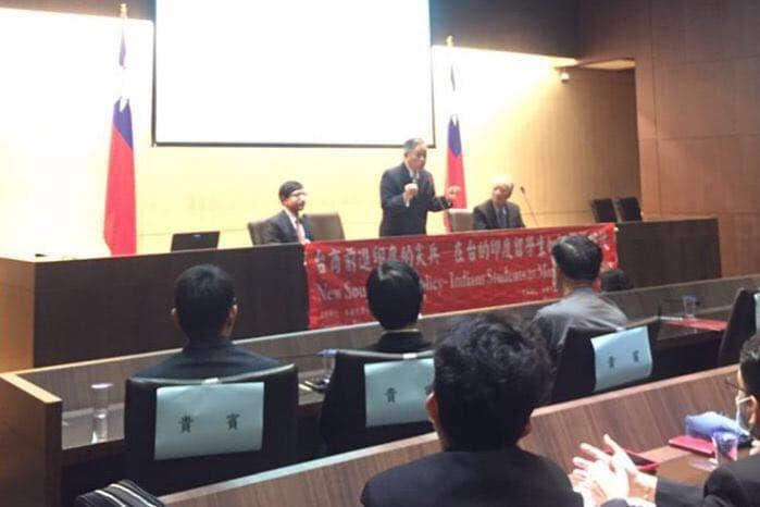 圖二:外交部政務次長田中光(台上講者中)致詞勉勵台灣企業與印度學生攜手前進印度市場。